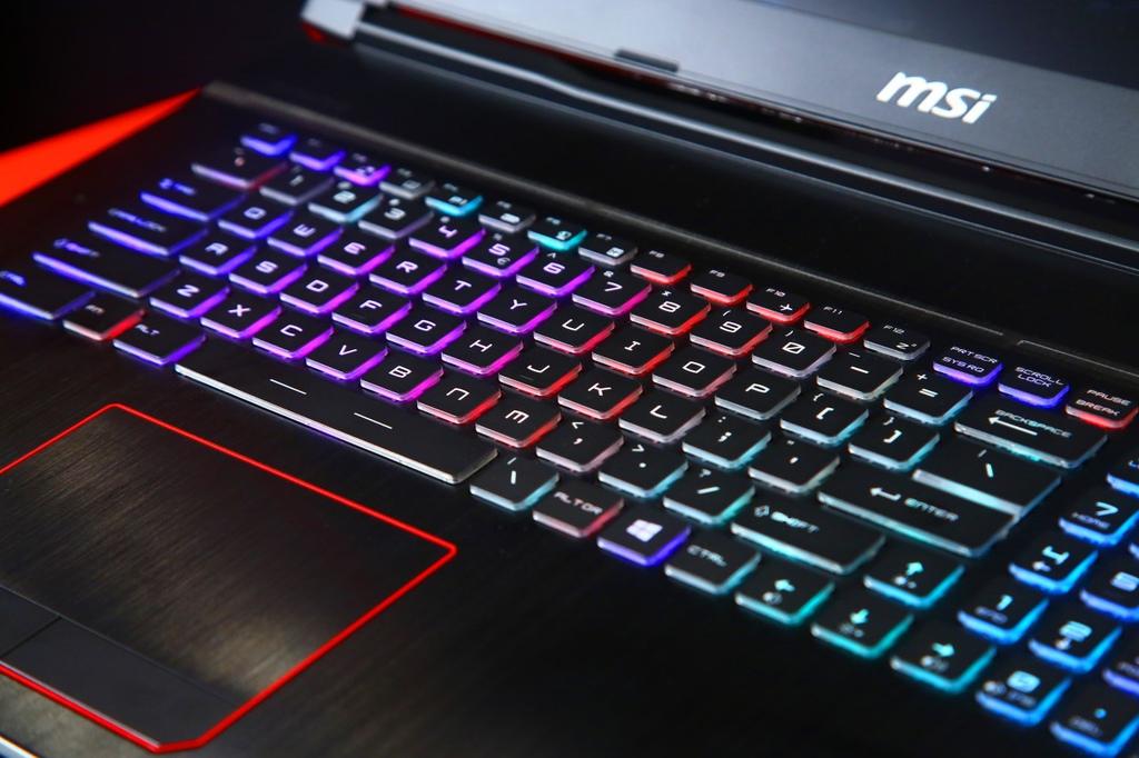thumbnail_MSI微星科技單鍵全彩RGB極速機械式鍵盤 帶來電競體驗新世界