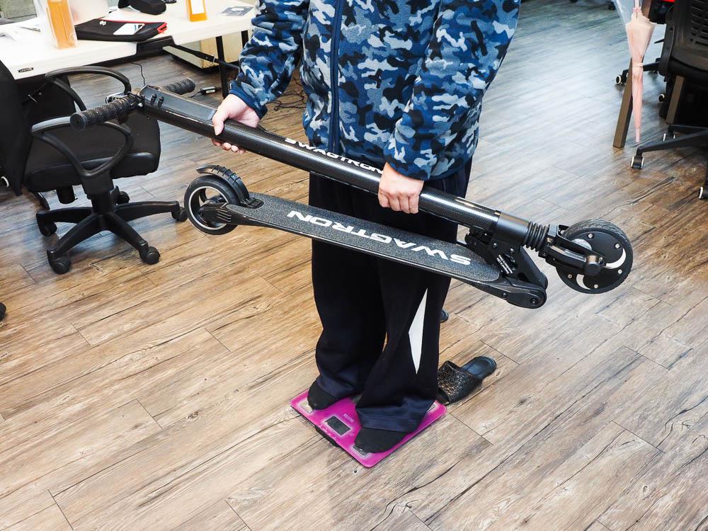 SWAGGER 碳纖維電動滑板車-85