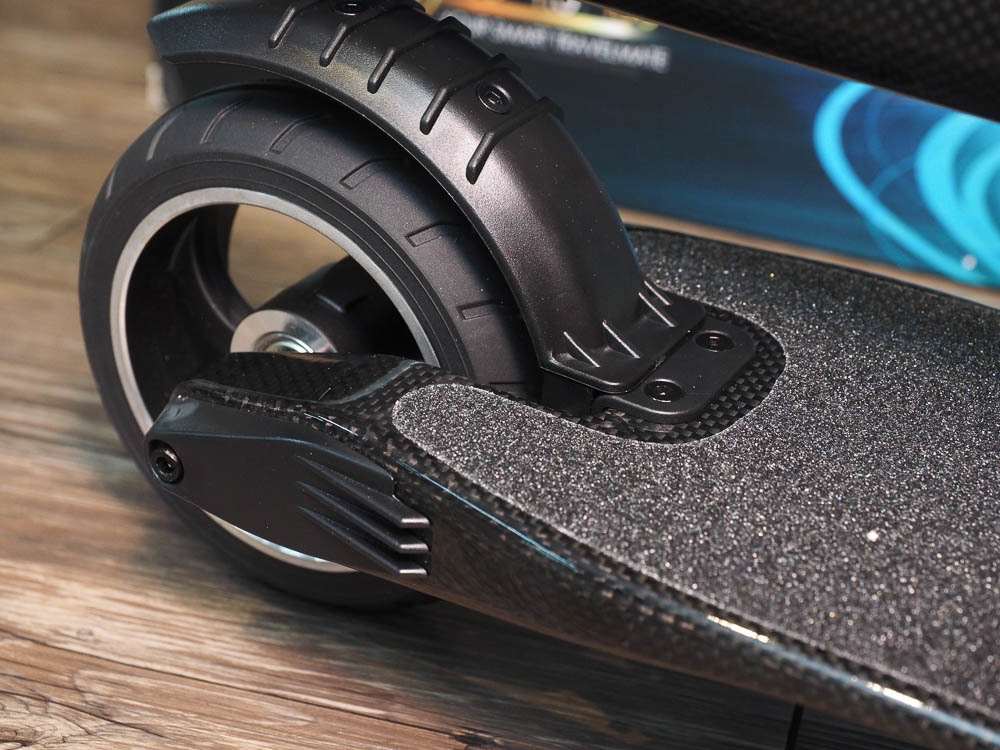 SWAGGER 碳纖維電動滑板車-40