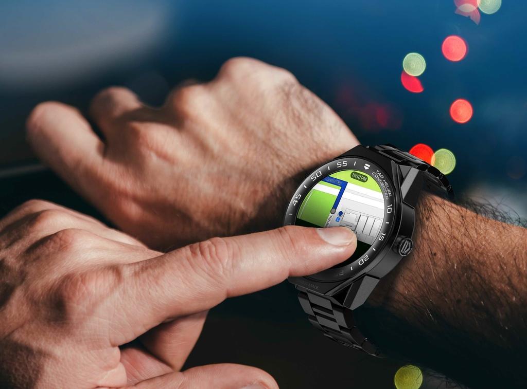 TAG Heuer Connected Modular 45智能腕錶搭載Intel技術,具備GPS全球定位系統。