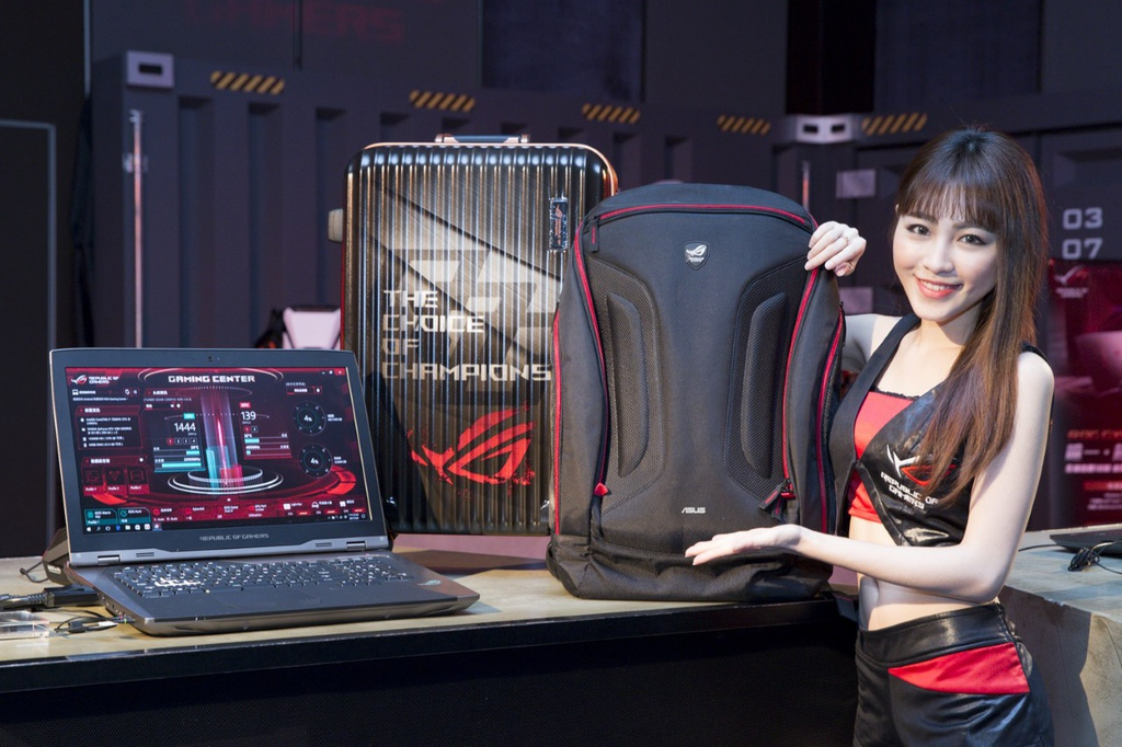 thumbnail_消費者購買ROG GX800電競筆電,就送ROG ROG Shuttle電競後背包及ROG專屬電競行李箱。