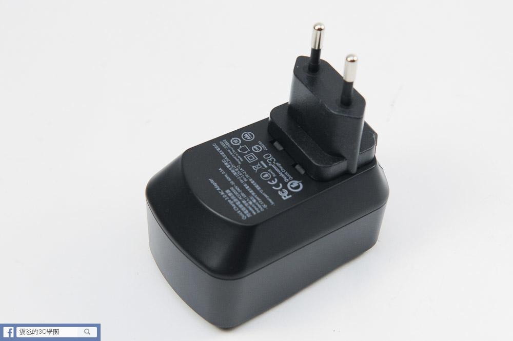 [開箱]可折疊、免拆換的萬用充電器 - norm+  QC3.0閃電插頭-35