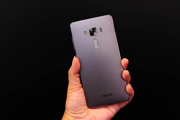 ZenFone 3 Unboxing-60