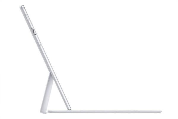 Galaxy TabPro S鍵盤所採用的柔性鉸鏈,實現雙角度觀看功能,不論在任何情況下,螢幕都能達到最清晰的顯示水準