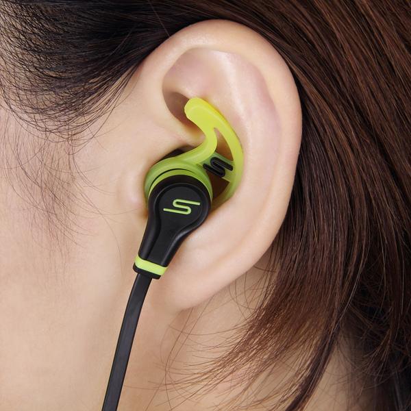 入耳式運動耳機導入自家設計的Stay-Fit Wing矽膠耳塞,可提高耳塞和耳朵的密合度