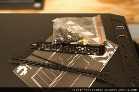 BitFenix Neos-06.JPG