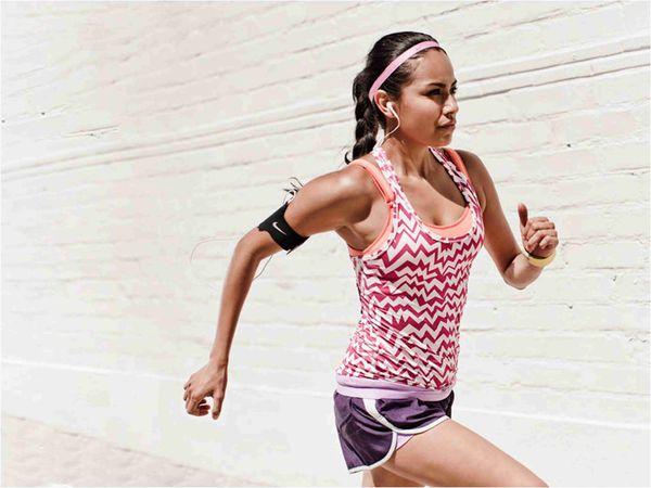 女生在跑步